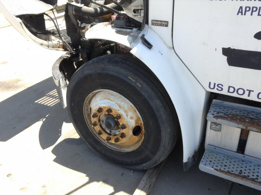 Used Fender for 2006 FREIGHTLINER M2 106 175.00 for sale-57248531