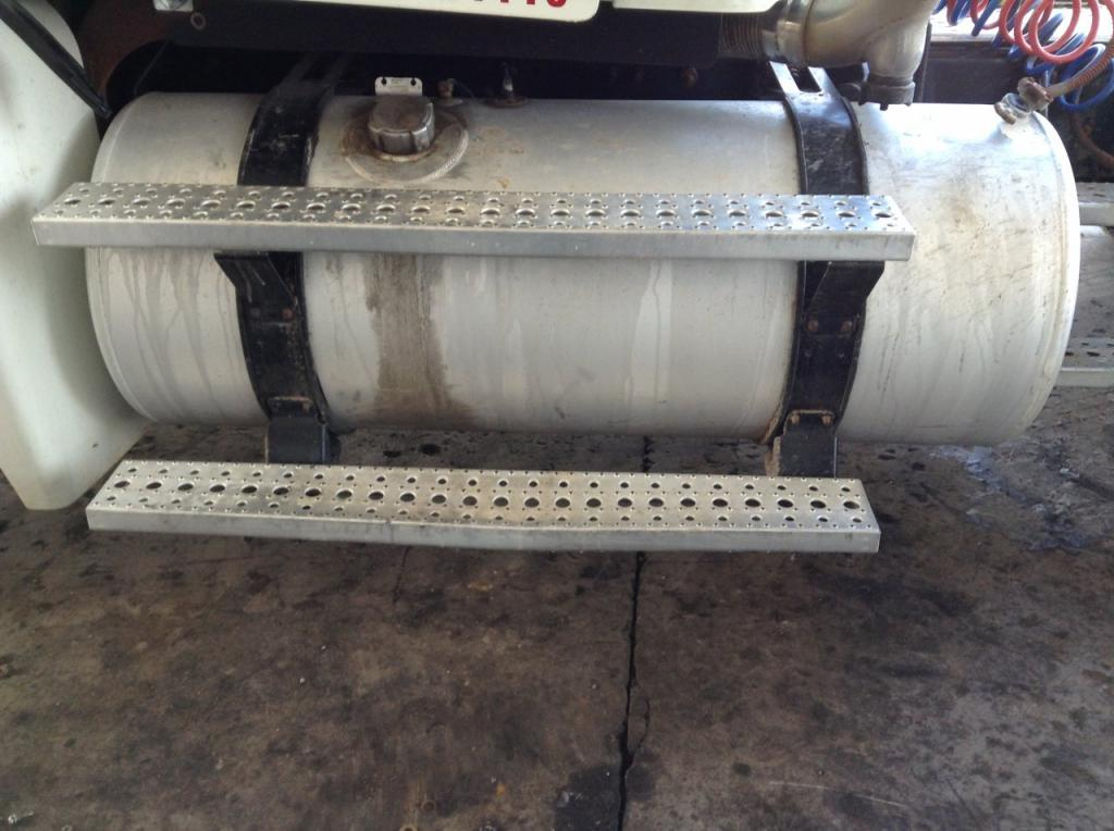 Used Fuel Tank for 2004 FREIGHTLINER COLUMBIA 120 500.00 for sale-57283131