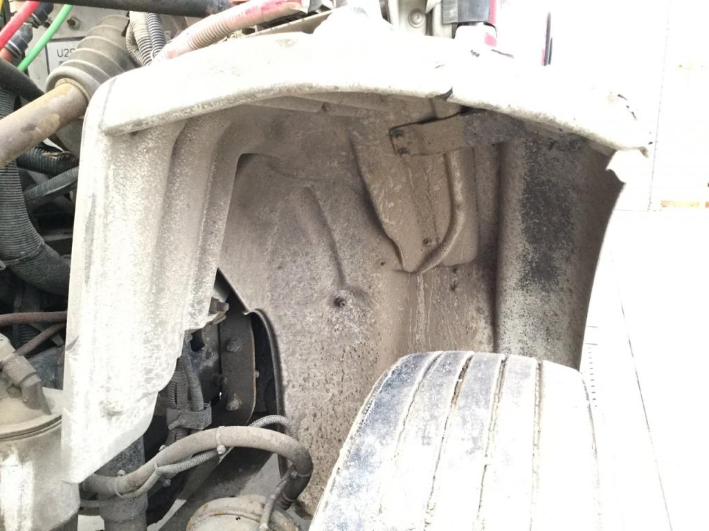 Used Fender for 2005 FREIGHTLINER M2 112 100.00 for sale-57252831