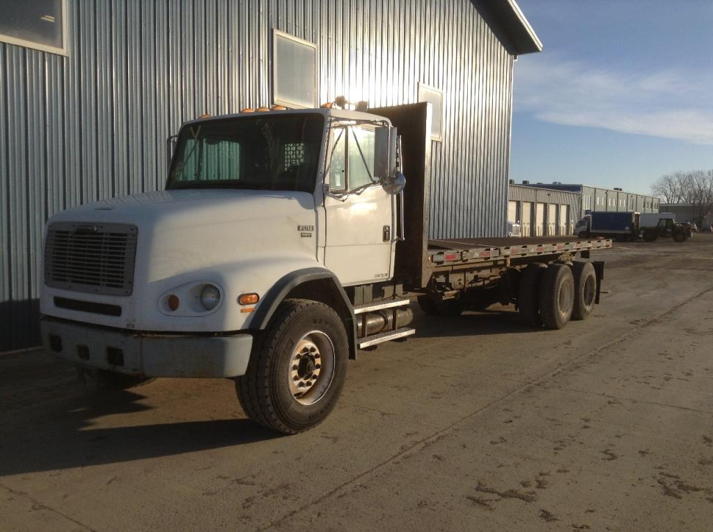 Heavy duty cab a 2003 FREIGHTLINER FL112 for sale-43255041