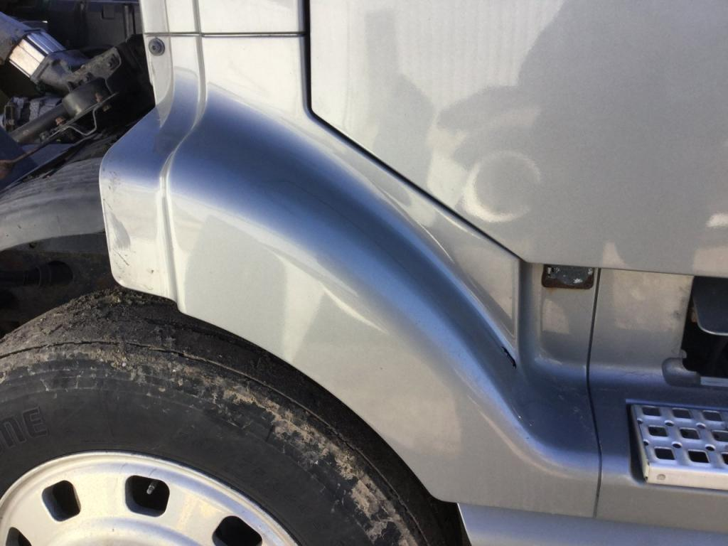 Used Fender for 2000 VOLVO VNL 100.00 for sale-57253471