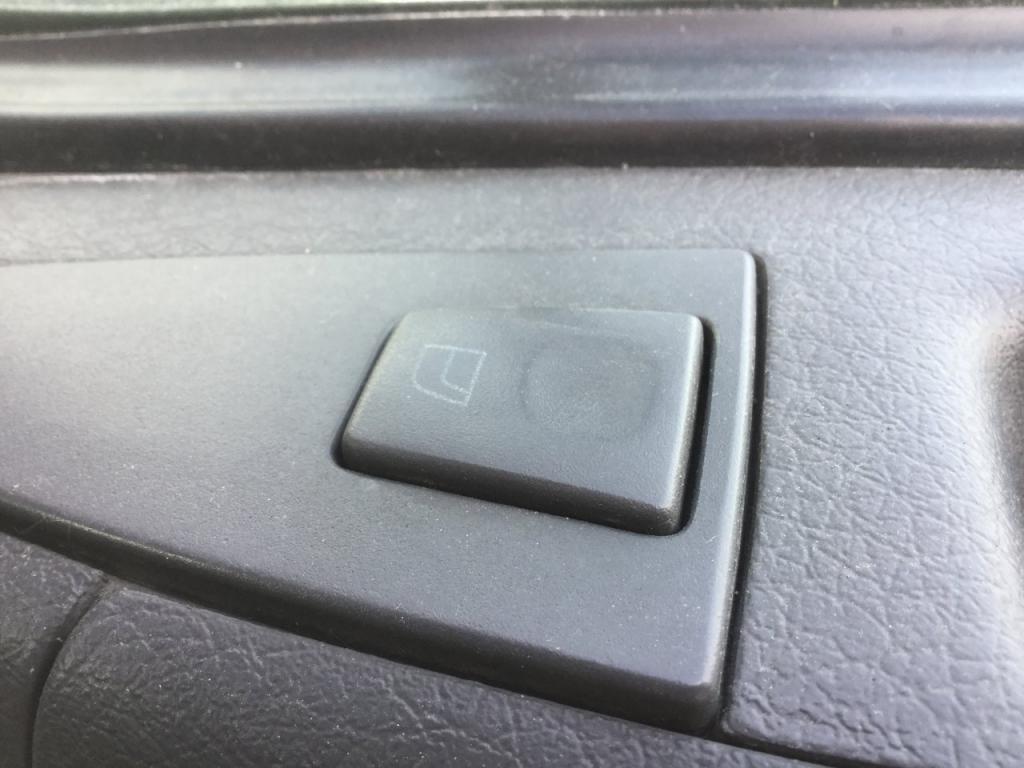 Used Door Window Regulator for 2007 VOLVO VNL 125.00 for sale-57189171