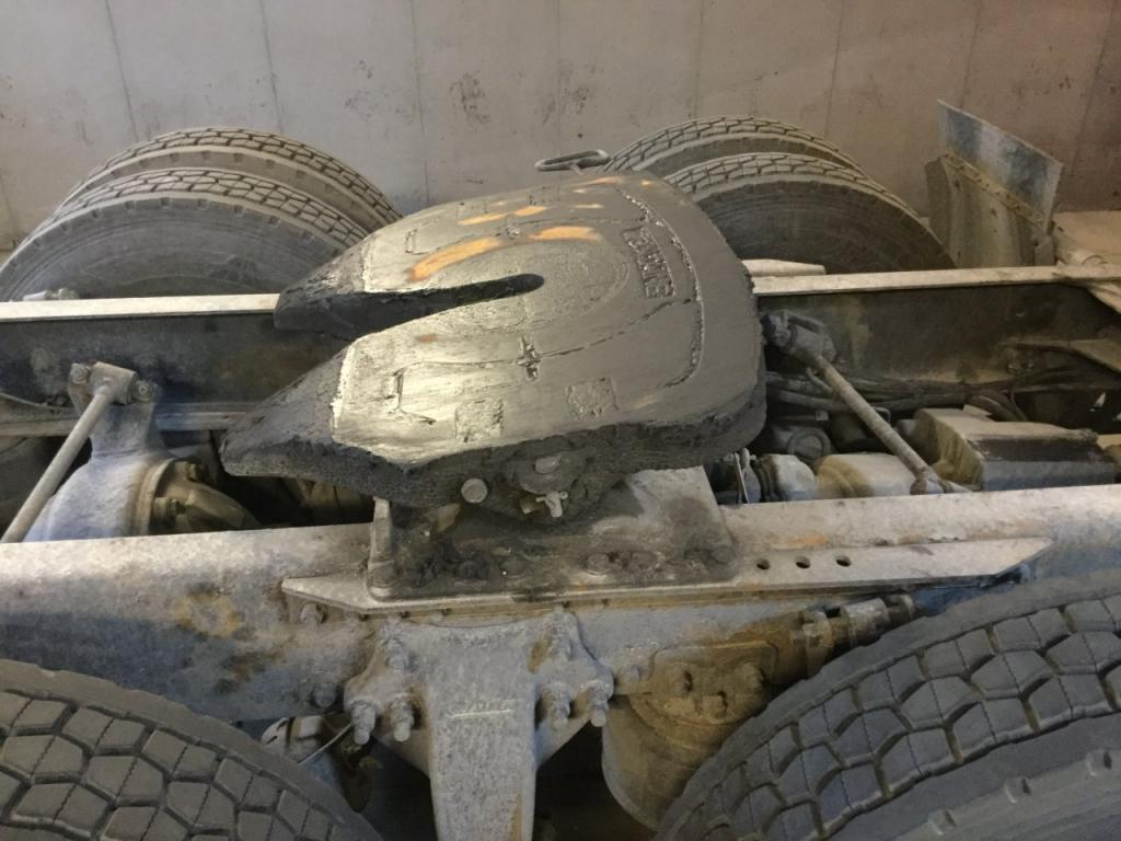 Used Fifth Wheel for 2005 FREIGHTLINER COLUMBIA 120 350.00 for sale-57269701