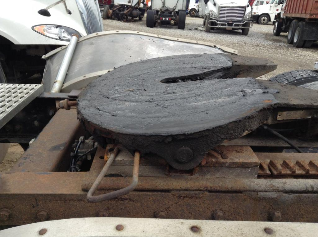 Used Fifth Wheel for 1994 PETERBILT 377 450.00 for sale-57269881