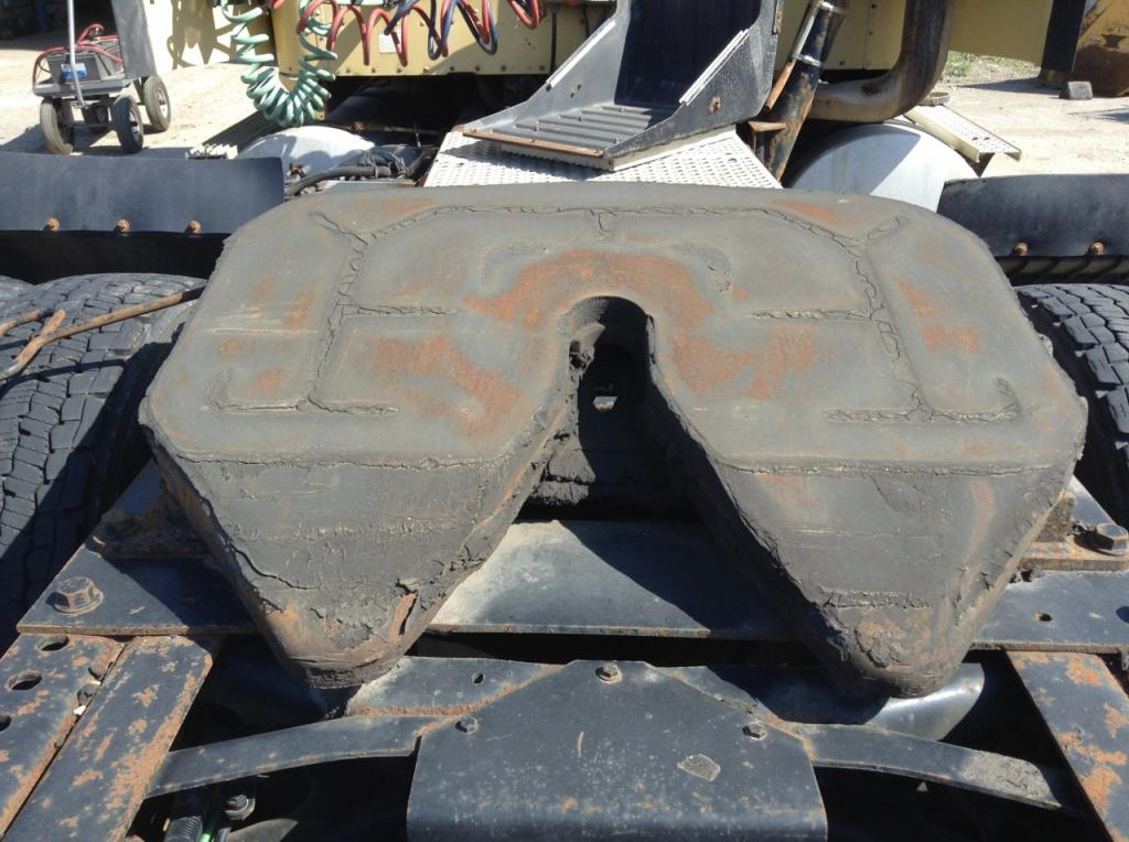 Used Fifth Wheel for 2001 INTERNATIONAL 9400 350.00 for sale-57270231