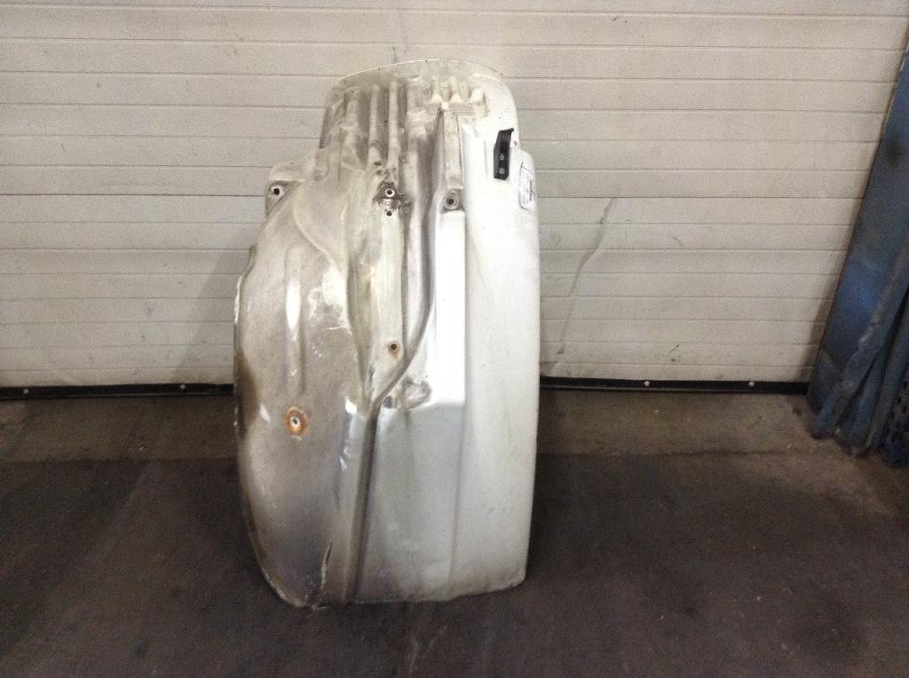Used Fender for 2009 FREIGHTLINER M2 106 175.00 for sale-57255941