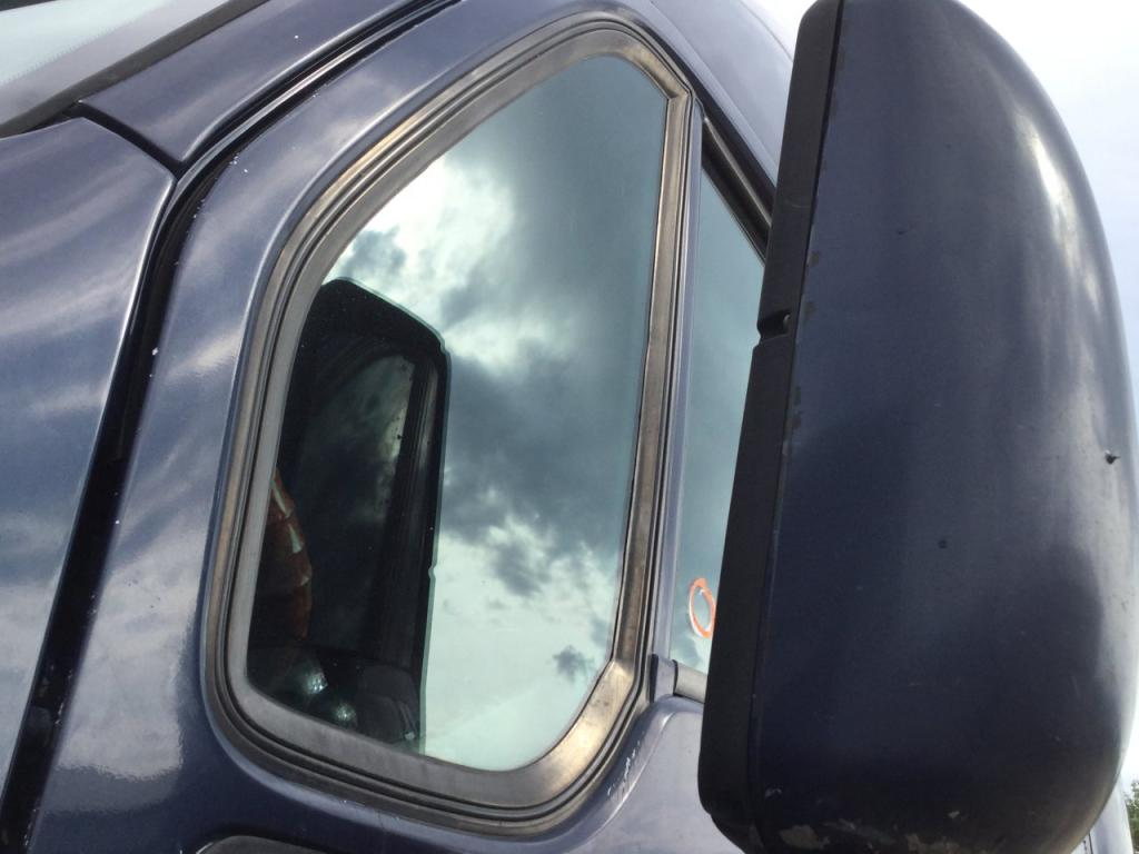 Used Door Vent Glass for 2006 KENWORTH T2000 75.00 for sale-57188481