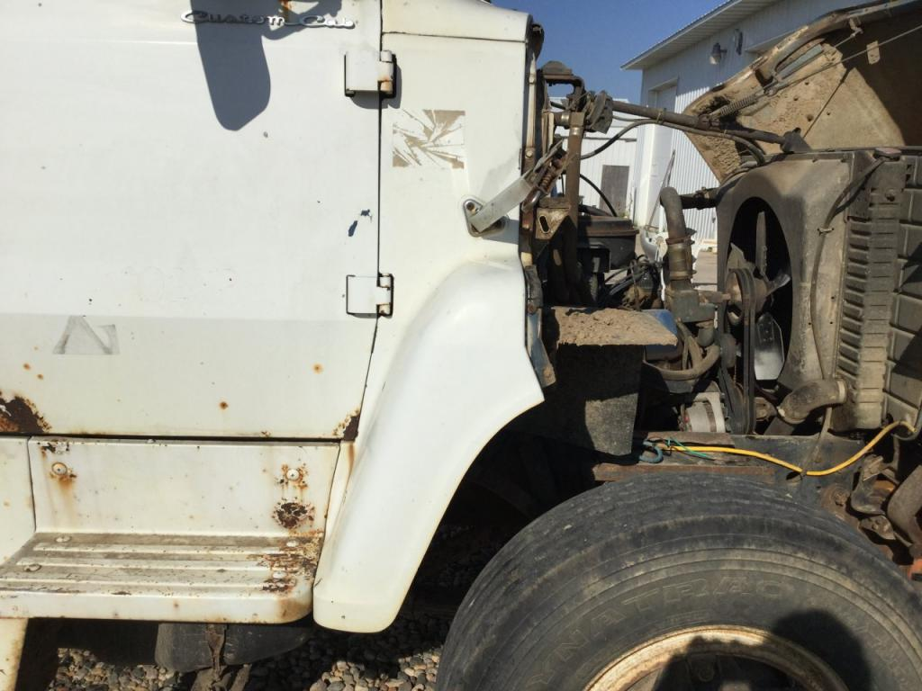 Used Fender for 1975 Ford L800 100.00 for sale-57258541