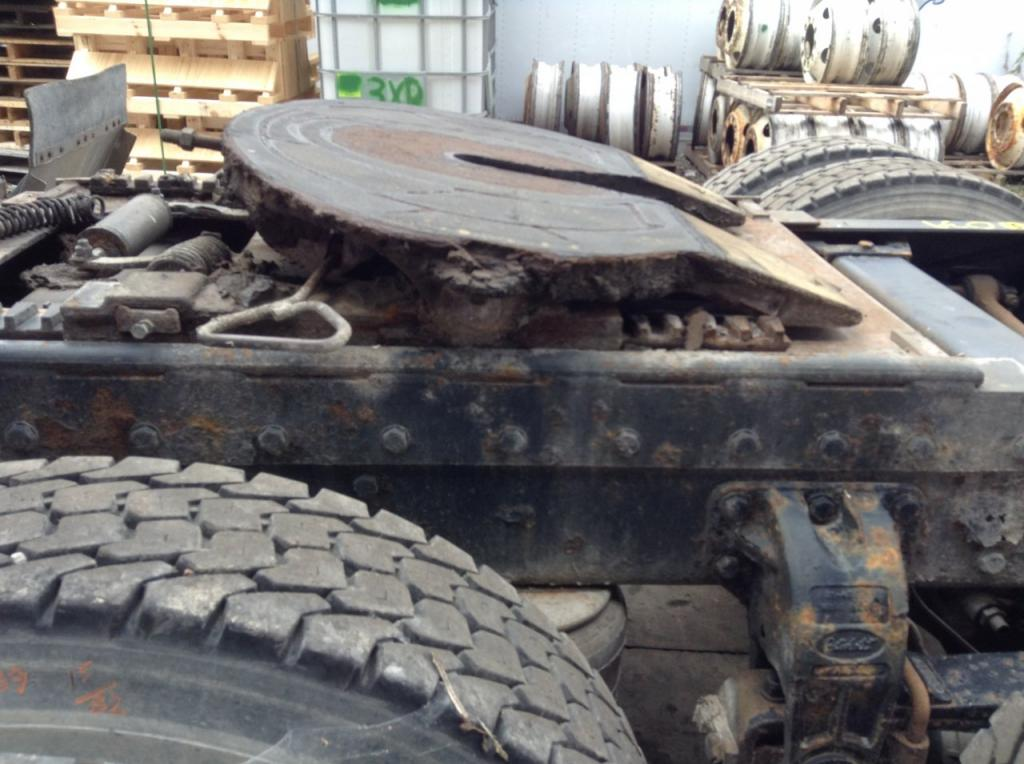 Used Fifth Wheel for 2002 PETERBILT 385 450.00 for sale-57271941