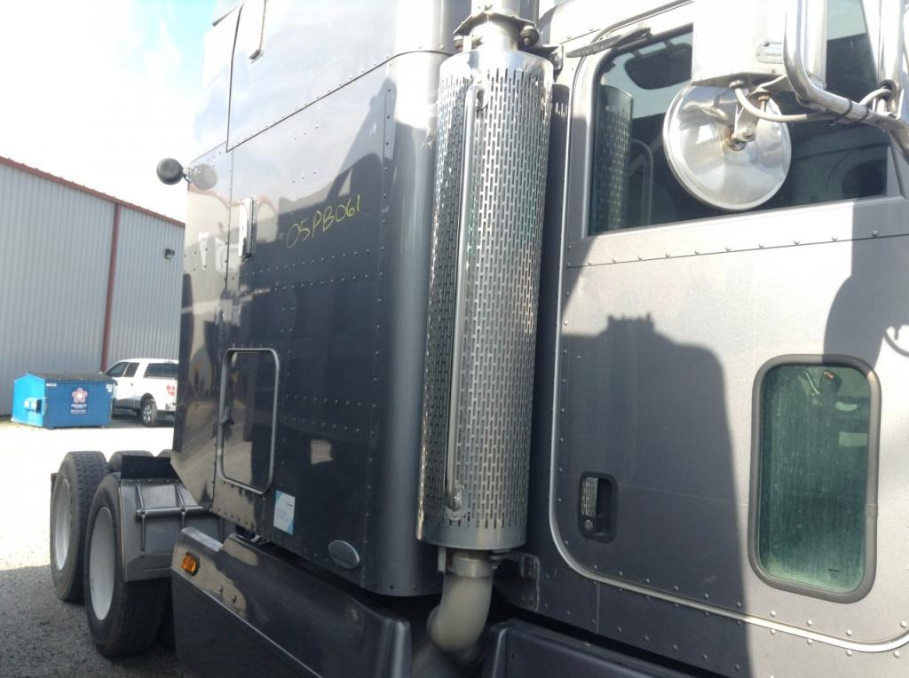Used Exhaust Assembly for 2005 PETERBILT 385 500.00 for sale-57217281