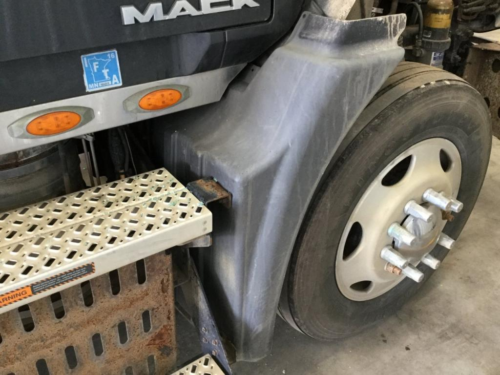 Used Fender for 2009 MACK CXU613 175.00 for sale-57260121