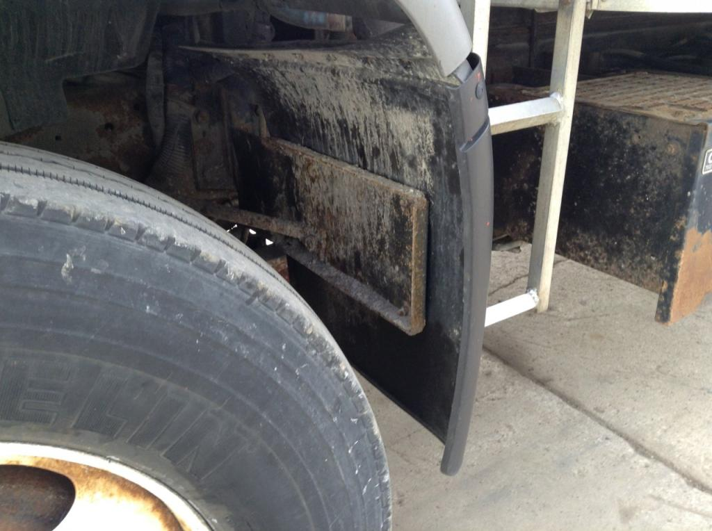 Used Fender for 2000 GMC T8500 150.00 for sale-57262341
