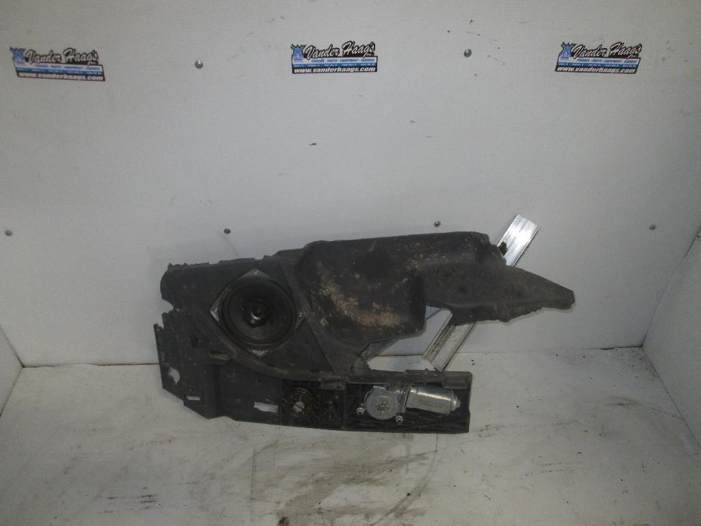 Used Electric Door Motor for 2013 FREIGHTLINER CASCADIA 100.00 for sale-57190011