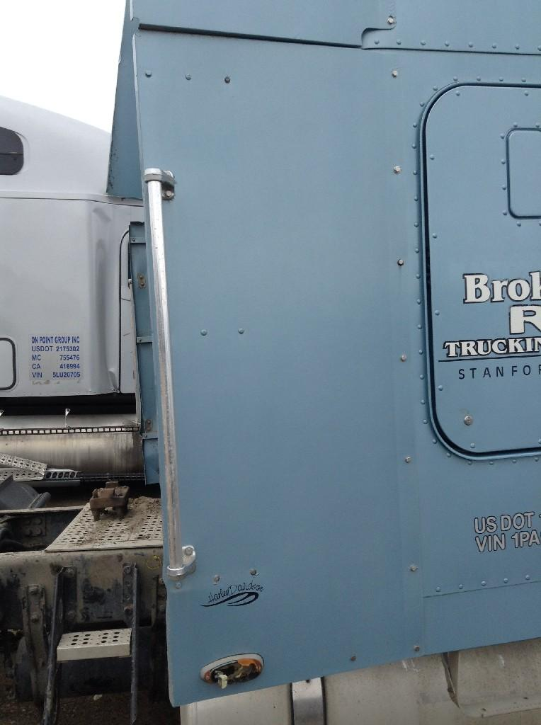 Used Fairing for 2001 FREIGHTLINER CLASSIC XL 200.00 for sale-57221001