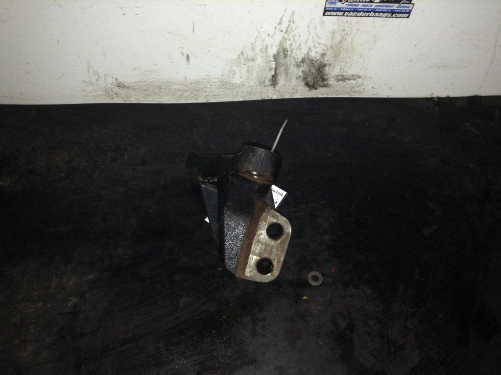 Used Engine Mounts for 2009 FREIGHTLINER CASCADIA 100.00 for sale-57206731