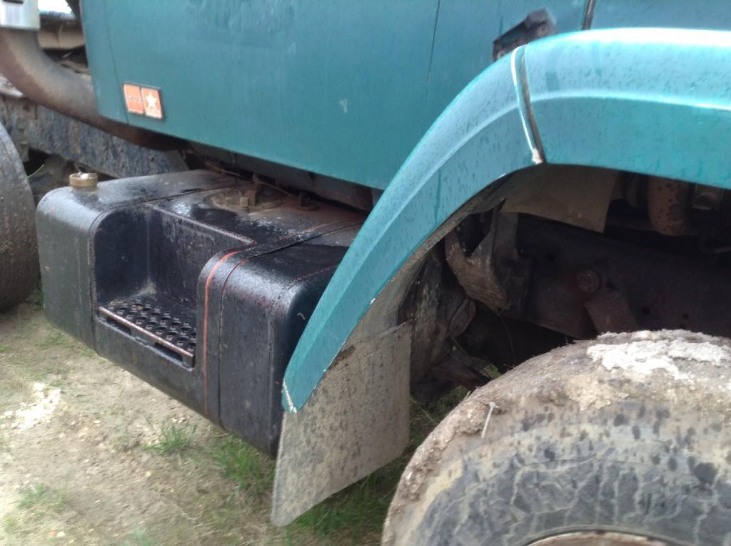 Used Fender for 1983 GMC BRIGADIER 125.00 for sale-57245801