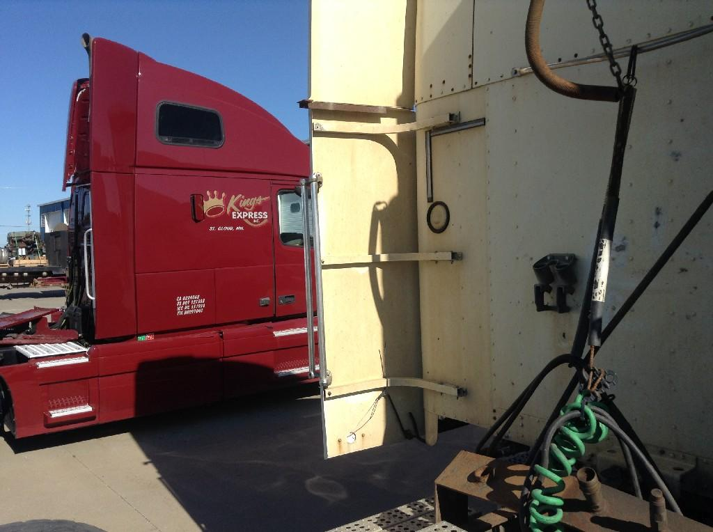Used Fairing for 2001 FREIGHTLINER FLD120 150.00 for sale-57221221
