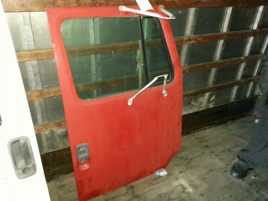 1980 INTERNATIONAL S-MODEL Door