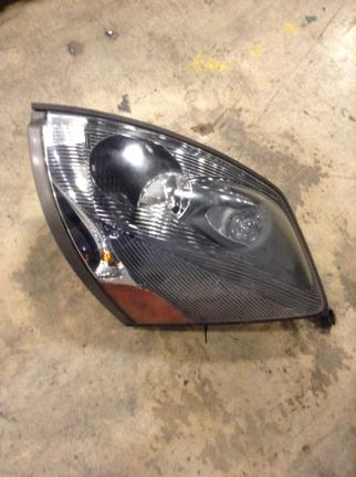 VOLVO VNL670 Headlamp Assembly