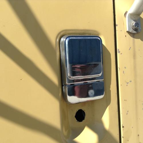 INTERNATIONAL 8100 Door Handle