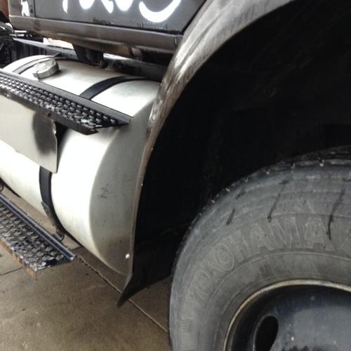 INTERNATIONAL 8100 Fender