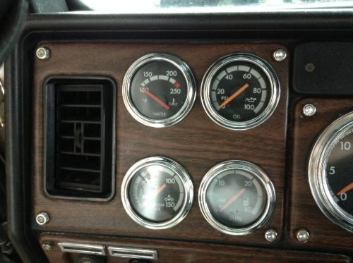 FREIGHTLINER FLD120 CLASSIC Instrument Cluster