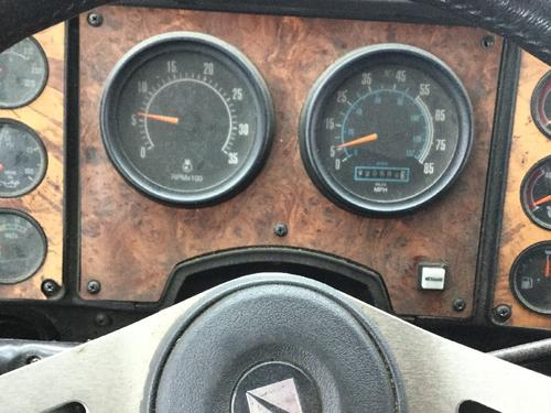 INTERNATIONAL 9800 Instrument Cluster
