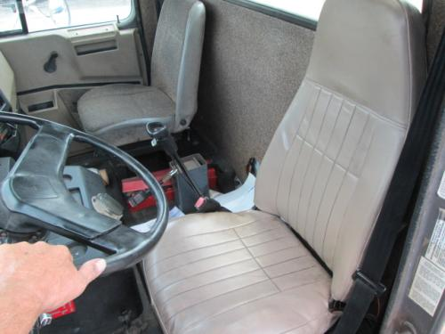 INTERNATIONAL F8100 Cab