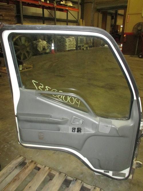 MITSUBISHI FUSO FE639 Door Assembly, Front