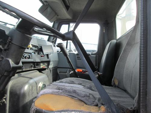 INTERNATIONAL F8200 Cab
