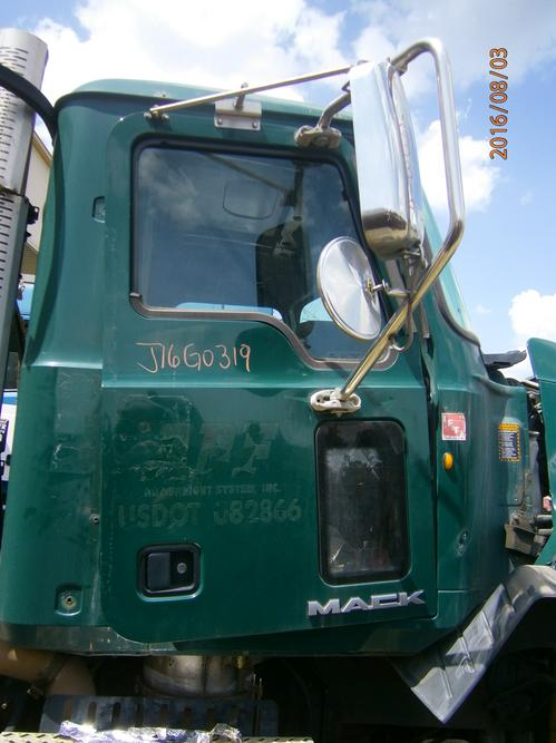 MACK CXU612 Door Assembly, Front