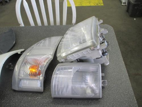 MITSUBISHI FUSO FE85 Headlamp Assembly