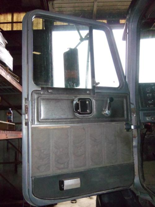 MACK CL713 Cab