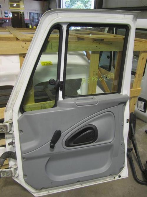 INTERNATIONAL 4200 Door Assembly, Front
