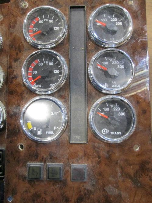 INTERNATIONAL 5900I Instrument Cluster
