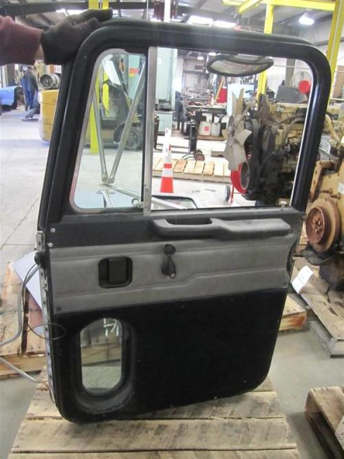 PETERBILT 385 Door Assembly, Front