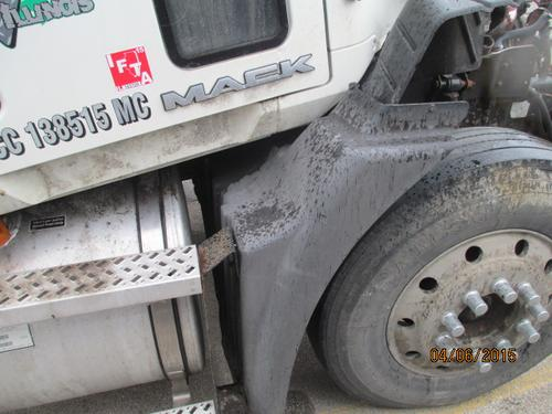 MACK CXU613 Fender Extension