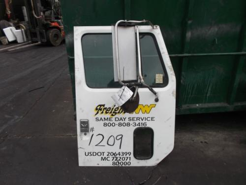 INTERNATIONAL F8100 Door Assembly, Front