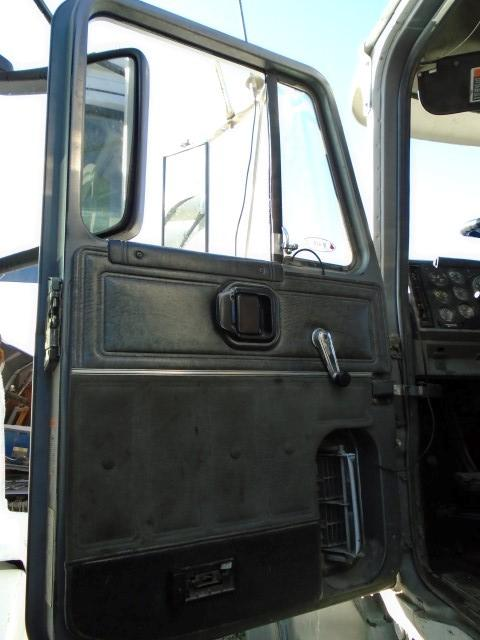MACK CL713 Door Assembly, Front