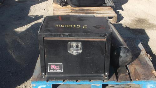 INTERNATIONAL 4200 Tool Box
