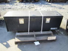 INTERNATIONAL 4900 Tool Box