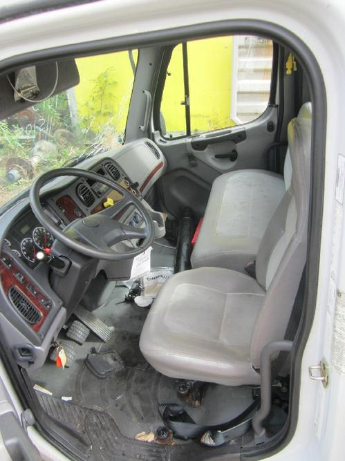 FREIGHTLINER M2 106 Medium Duty Cab