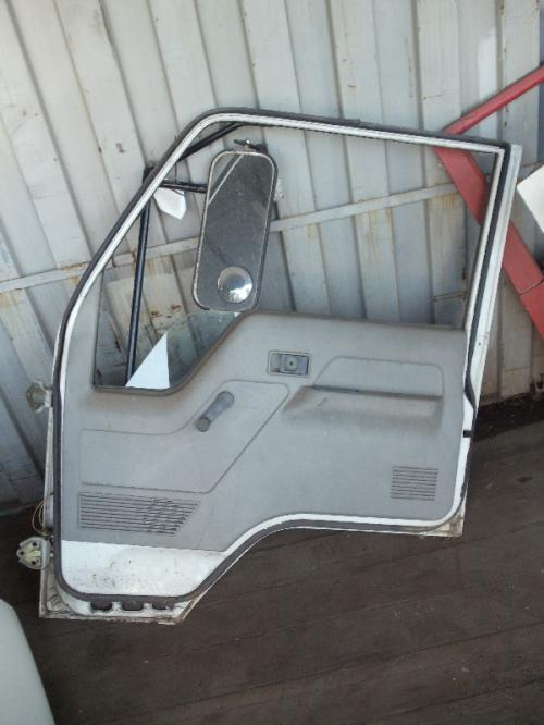 MITSUBISHI FUSO FE439 Door Assembly, Front