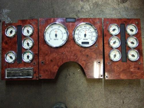 INTERNATIONAL 9900I Instrument Cluster