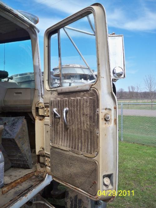 MACK R686ST Door Assembly, Front