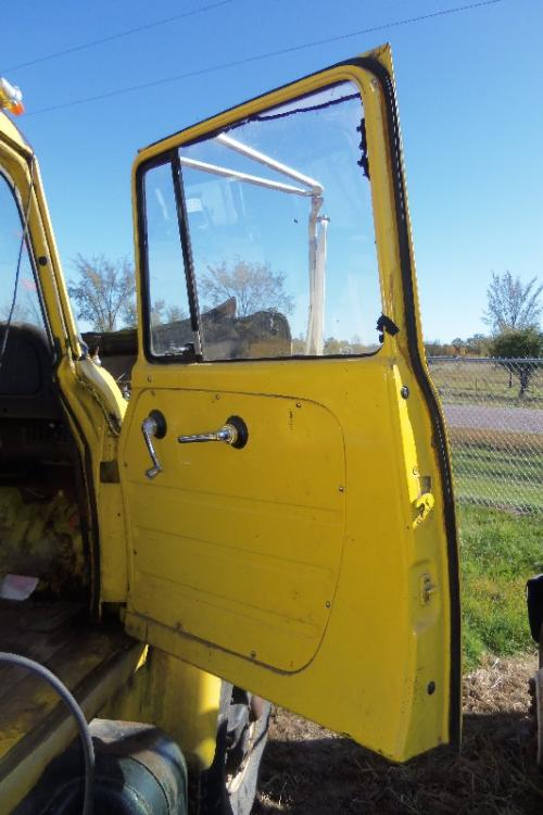 INTERNATIONAL 1700 LOADSTAR Door Assembly, Front