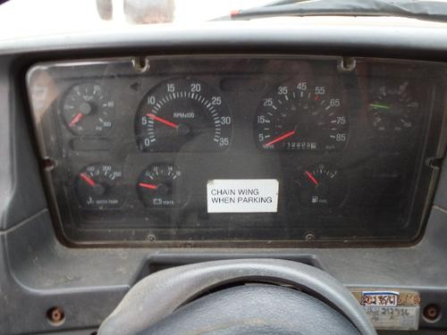 FORD L8501 LOUISVILLE 101 Instrument Cluster