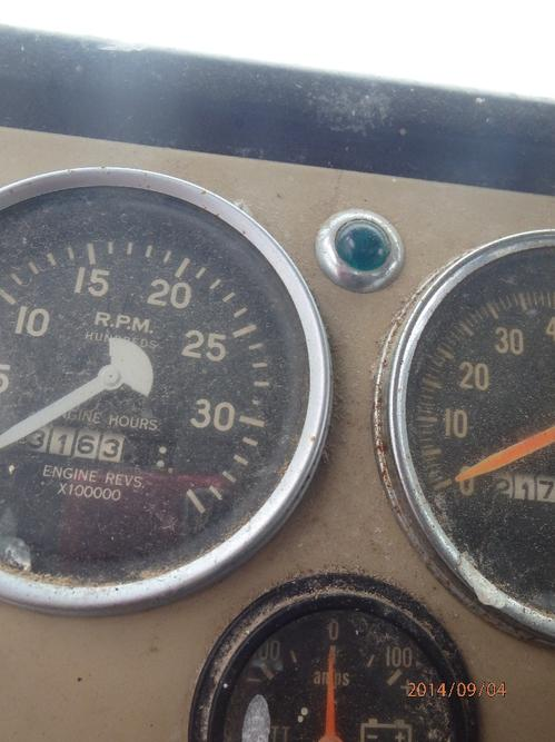 INTERNATIONAL 1950B CARGOSTAR Instrument Cluster