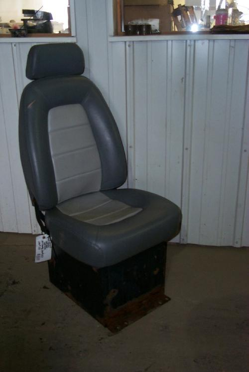 VOLVO VNL64T/610 Seat, Front