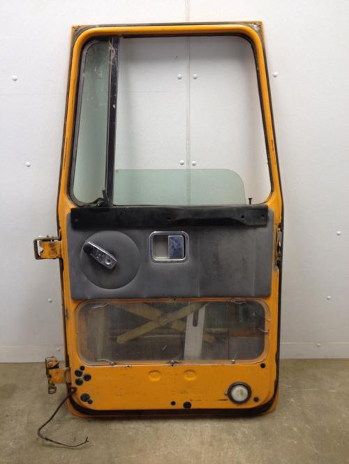 VOLVO WCA42T Door Assembly, Front